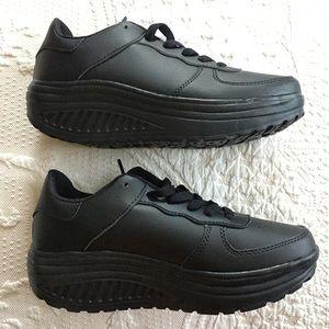 Shoes - Lightweight platform black sneakers shoes 38/ 7.5